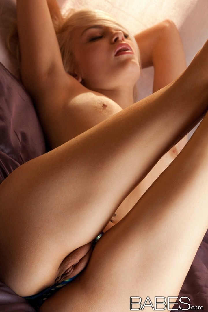 Blond natural breast pussy